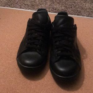 Black Adidas Stan Smiths